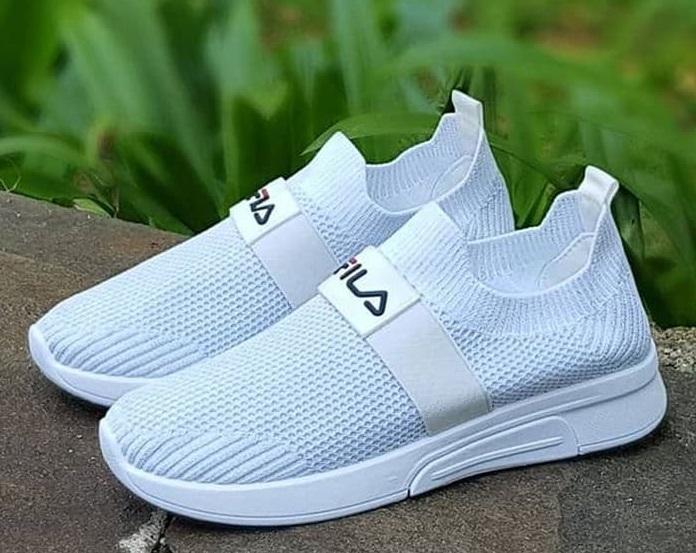 Keunggulan Sneakers Tanpa Tali untuk Anda yang Senang Bepergian